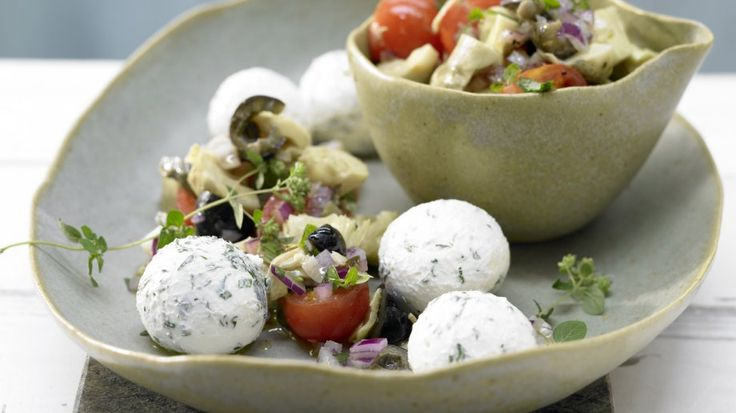 Libanesischer Leckerbissen: Hausgemachter Kräuter-Joghurt-Frischkäse | http://eatsmarter.de/rezepte/hausgemachter-kraeuter-joghurt-frischkaese