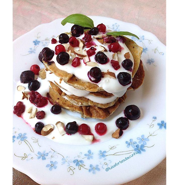 My Casual Brunch: Panquecas com sementes de cânhamo e frutos vermelhos / Hemp seeds pancakes with red fruits