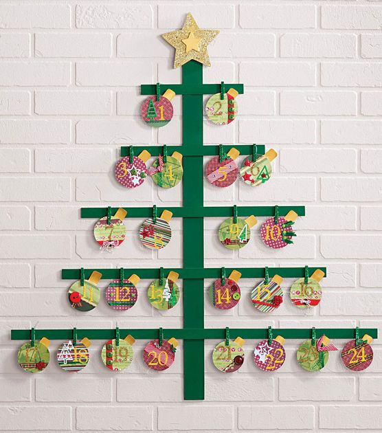 Countdown to Christmas with this Christmas Tree Countdown Calendar! #fabulouslyfestive