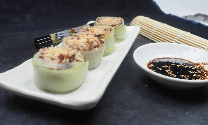 Brown rice and cucumber sushi rolls - Kidspot