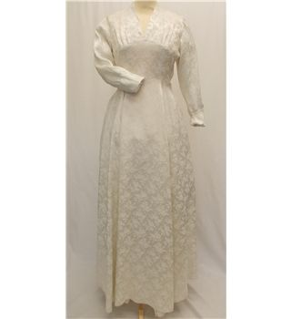 207 best vintage fashion and culture images on pinterest for Oxfam wedding dress shop