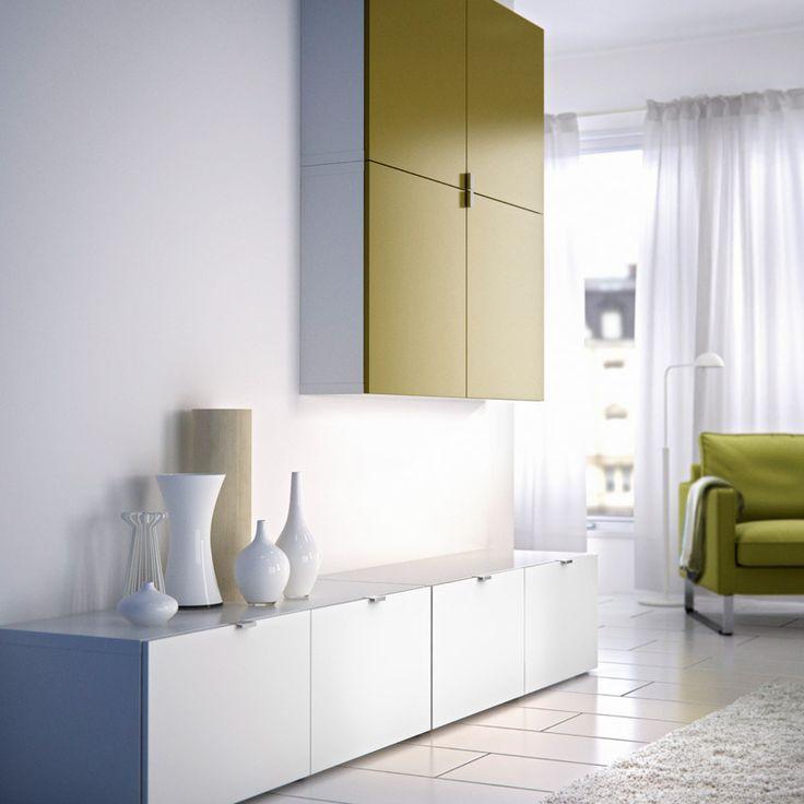 BESTÅ hvit TV-/oppbevaringskombinasjon med dører og hvitt veggskap med dører i lys grønt