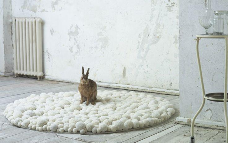 Gorgeous CarpetRabbit, Modern Interiors Design, Pompom Rugs, Ideas, Pom Pom Rugs, Pom Poms, Carpets, Bunnies, Diy