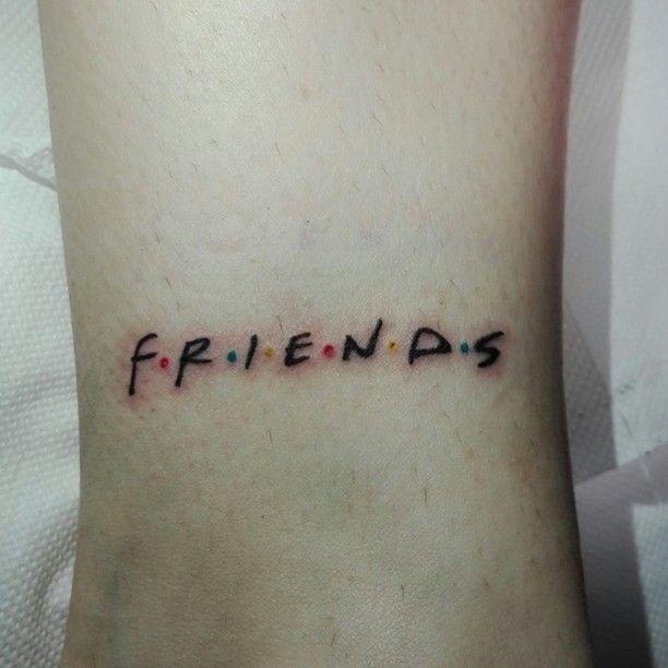 Una semana sin actualizar, un puente espectacular con una compañía insuperable. Muchas risas, hasta llorar; mucha comida, cerveza, salidas, juegos, dormir mucho también... Y después dos estupendos tatuajes. Este hace honor al estos días. Gracias Isra, Richi y Yolanda.  #Friends #friendstattoo #tattoo #logotattoo #spaintattoo #f.r.i.e.n.d.s #coolbananas #friendship #emeballesteros #tatuaje #amistad