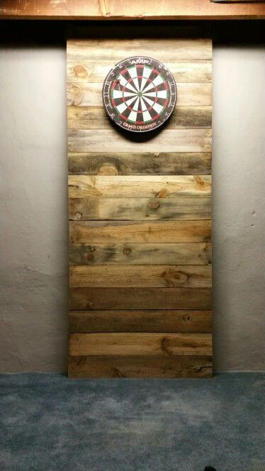 Very retro free-standing pallet wood dartboard surround. Love the fact you can put this in any room