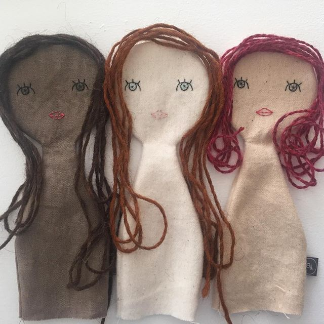 Picking out hair colours for these girls #dollmaking #dollhair