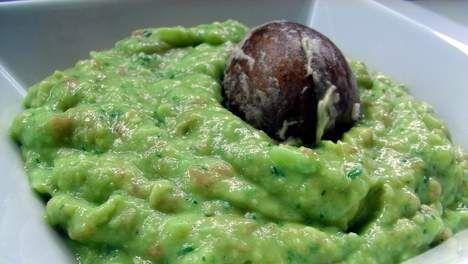 Guacamoledip AH genomineerd voor 'kletsmajoor-award' - Kun je een saus guacamoledip noemen als er slechts 0,7 procent avocadopoeder in zit? De Consumentenbond vindt van niet.