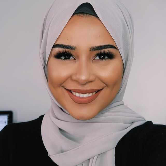 new video dropping soon! Soft everyday glam including hijab tutorial AND a casual outfit  Eyelashes are Haifa, my FAVE by @fatihasworld - use the code habiba10 for a discount!   Hijab: @voilechic  #habibadasilva