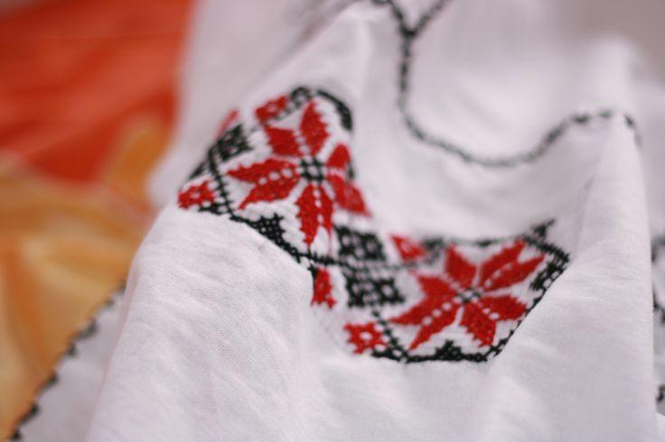 motiv traditional romanesc