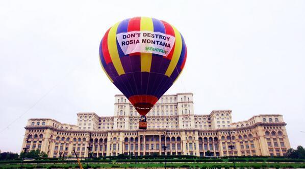 Romanian Parliament - Greenpeace balloon