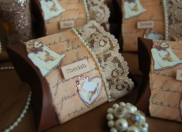 Vintage favour boxes. Decorated with vintage lace, ivory pearls and finished with a sprinkle of gold glitter. - Perfect for a 1940's-themed wedding.
