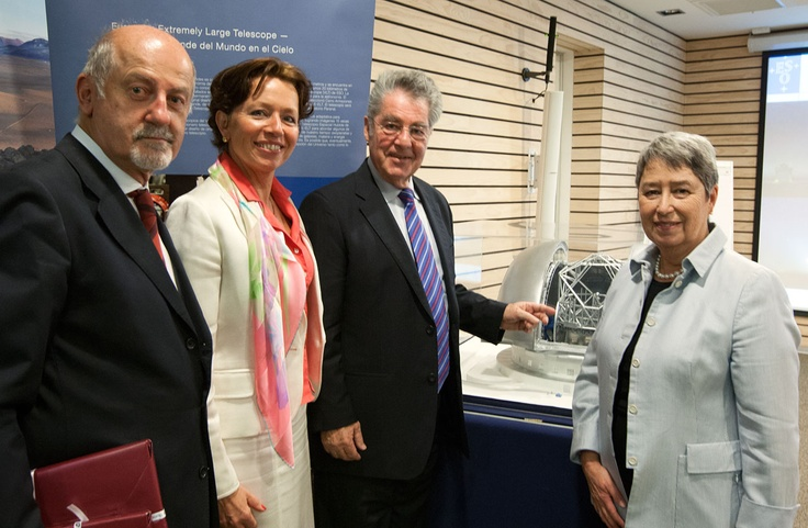 This picture shows, from left to right, ESO's Representative in Chile, Massimo Tarenghi; Ambassador Dorothea Auer, from the Austrian Embassy in Santiago; Dr. Heinz Fischer, Federal President of the Republic of Austria and Margit Fischer, wife of the President. They are photographed next to a model of the E-ELT. Austrian industry has already made significant contributions to the E-ELT project and Austria voted in favour of the project in June 2012.