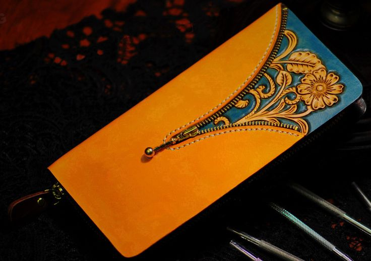Handmade Floral Leather Carving Contrast Color Bifold Wallet This wallet is designed and made under the inspiration of Rococo. It is a perfect combination of Sheridan carving and European elegant style. Made by our highest craftman, this wallet goes well with your fancy evening dress as well as your casual smart minisuit. There are 10 credit card slots and 2 bill pockets inside. Another highlight of the design is the eye-catching contrast color.