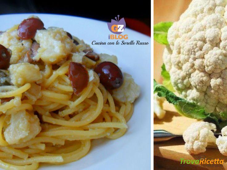 Spaghetti con cavolo fritto, olive e capperi  #ricette #food #recipes