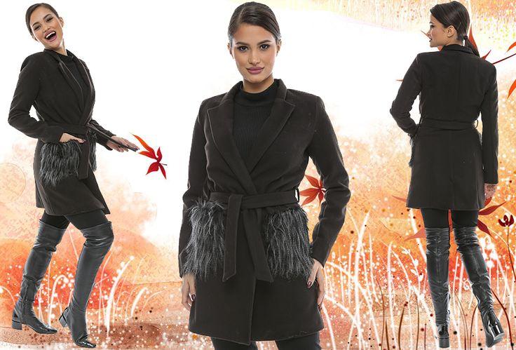 Astăzi, la Adrom Collection a sosit acest model de palton confecționat din stofă cu buzunare din blană. Se poate achiziționa online în mod en-gros de aici: http://www.adromcollection.ro/jachete/353-palton-angro-h083.html