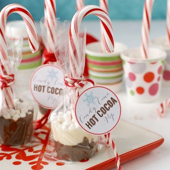 Candy Cane Hot Cocoa Pops with printable labels. One swirl in hot milk makes peppermint hot chocolate. Great gift idea!
