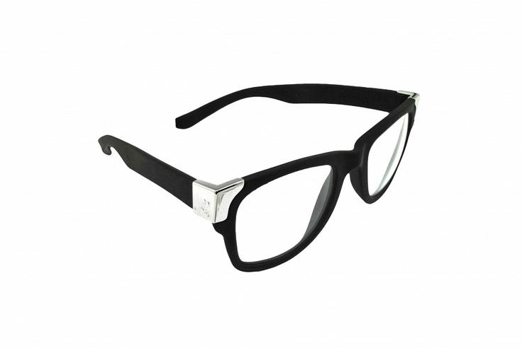 Gumové sluneční brýle Jumper-s jen tak nezničíte. Svým minimalistický tvarem a lemováním skvěle doplníte letní outfit!