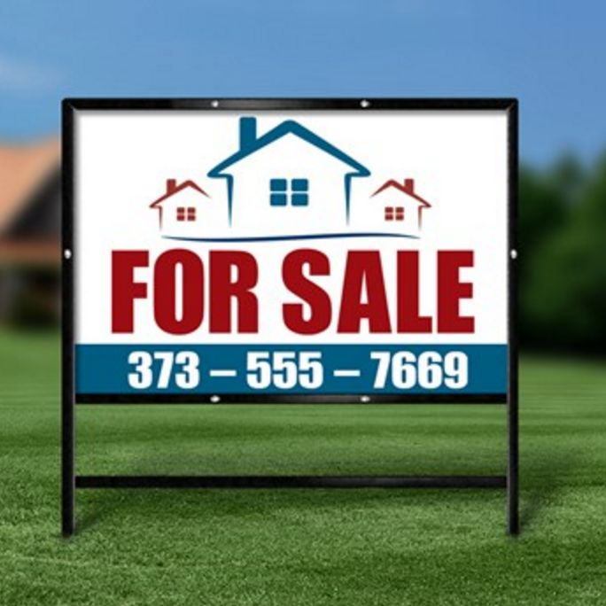 We offer basic yard sign designs for real estate agents at Printing Fly