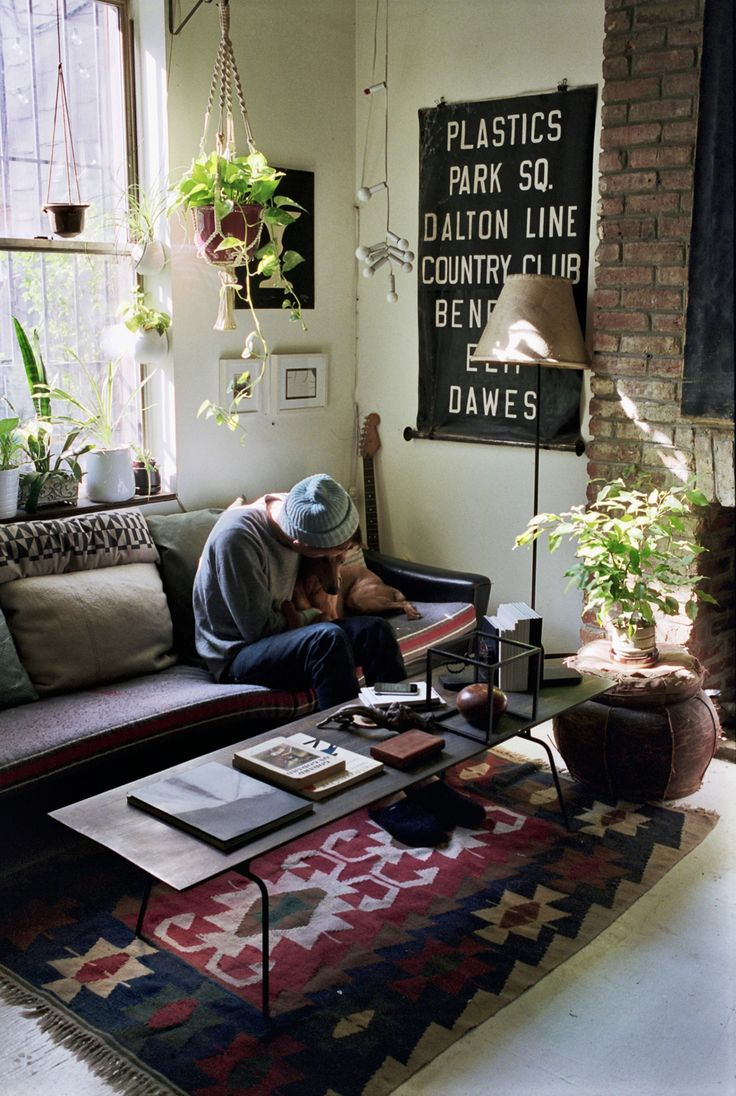 Eclectic boho living space. Especially fond of the kilim rug and indoor greenery.