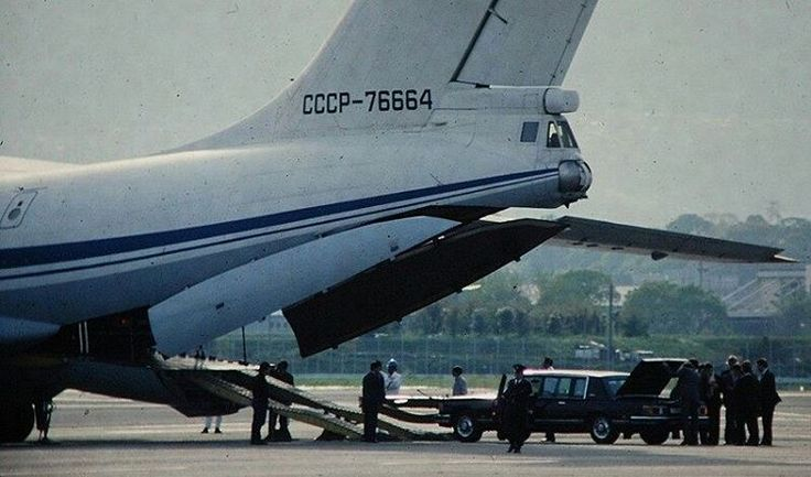 308 отметок «Нравится», 5 комментариев — ZIL FANS (@zilfans) в Instagram: «Горбачёв находился в Японии с официальным визитом с 16 по 19 апреля 1991 г.  #amozil #zil…»