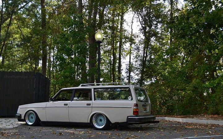 Volvo 240 estate slammed