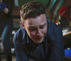 As painful as it was to see these two argue in this scene, it was insane to see Iain go from an in pain, crying, innocent Fitz to a programmed, deadly LMD android because the transition was so effortless. Really smart of the LMD's part to cut that artery, making Jemma think that he wasn't an android and then attacking her so he could put her in the Framework. Incredibly done, yet heartbreaking to watch.