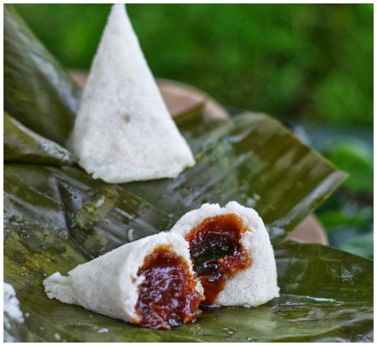 Ombus-ombus adalah makanan khas Batak, selalu dijumpai diacara adat, terutama untuk peletakan batu pertama masuk rumah baru. Tetapi...