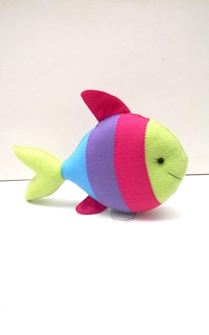 Este kit contem 4 peças :    1 tartaruga de 35 cm comp.  1 peixe de 25 cm comp.  1 polvo de 25 cm alt.  1 estrela do mar de 25 cm alt.    Peças decorativas, feitas em feltro e enchimento siliconado, com detalhes de meia pérolas,       Não trabalhamos com pronta entrega, apenas sob encomenda.    N...