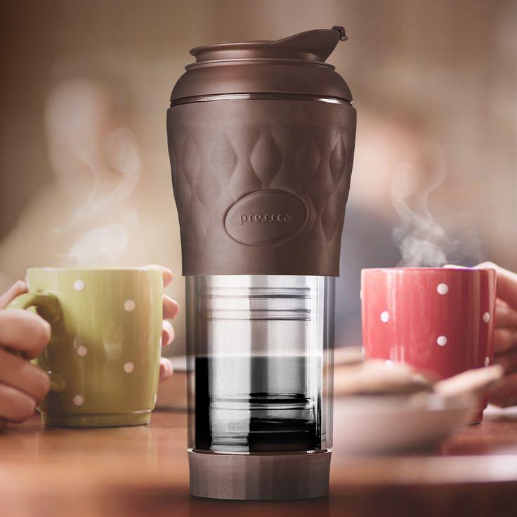 Você já conhece a Pressca? Moderna, prática e super descolada, ela deixa seu café sempre quentinho. Pressca, a cafeteira portátil que vai com você para todos os lugares!  ☕  https://www.carrodemola.com.br/pressca