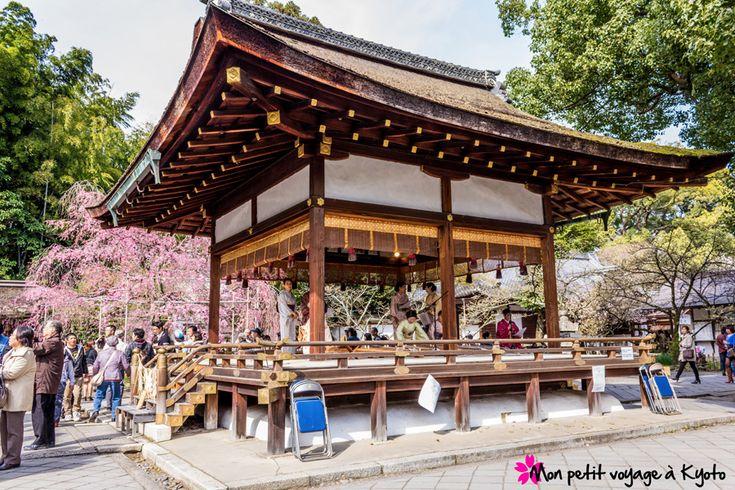 Dans l'arrondissement Kita-ku se trouve le sanctuaire Hirano-jinja, réputé lors de la période Ohanami.