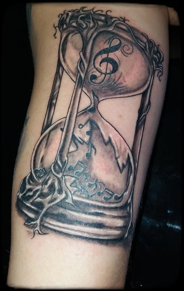 Sanduhr gezeichnet tattoo  Die besten 25+ Sanduhr tattoo Ideen auf Pinterest, die dir ...