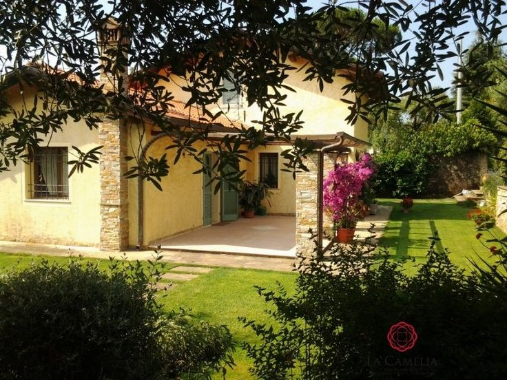 For Sale Independent Home Pietrasanta. Recently built house situated in Strettoia, quiet area not far from Forte dei Marmi. http://www.retemax.com/for-sale-independent-home-pietrasanta-o639607.html