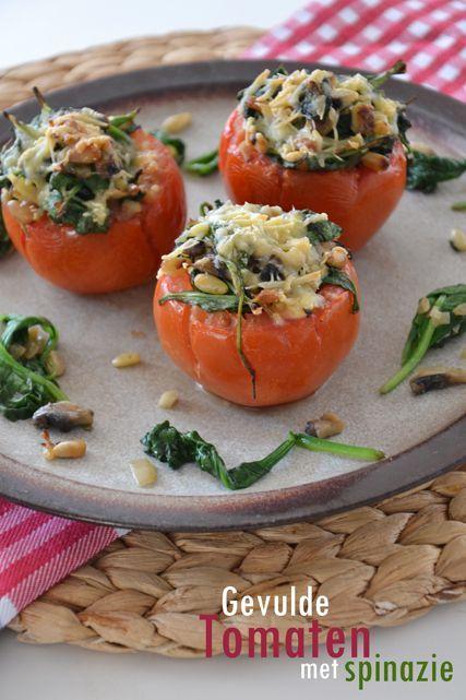 Gevulde tomaten met spinazie, ui, champignons en feta