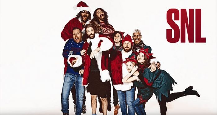 Foo Fighters Snl Christmas.Watch Foo Fighters Rock A Christmas Melody On Snl Via