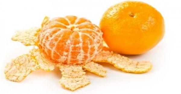 La mandarina es el fruto del mandarino, muy parecida a la naranja, con una forma característicamente achatada en su parte superior e inferior, la cascara es de un bello color anaranjado brillante, es de cómoda separación entre sus gajos y su interior suele ser muy dulce. El aroma que evapora de su cascara es realmente …