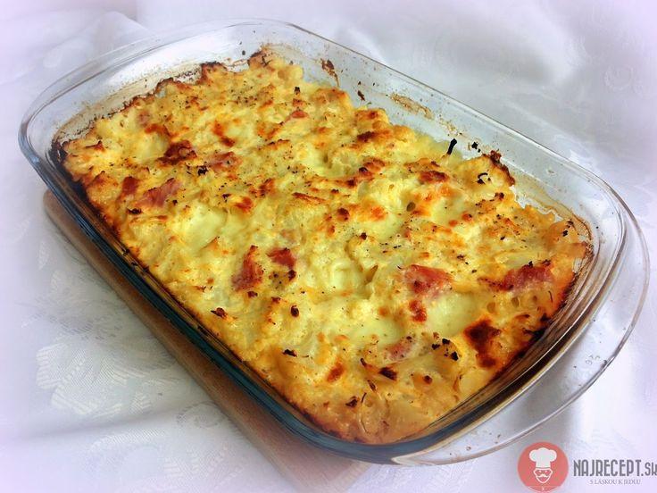 Karfiol so šunkou a syrom. Zapečený karfiol je naozaj skvelý. Spolu so syrom, šunkou a smotanou tvoria super kombináciu. Ak chcete niečo ľahké, vyskúšajte