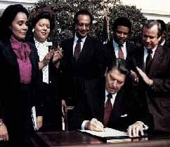 Ronald Reagan Signing the Bill to make MLK day official.: Martin Luther King, Reagan Signs, Presidents Reagan, U.S. Presidents, Black History, White House, King Jr, Presidents Ronald, Ronald Reagan