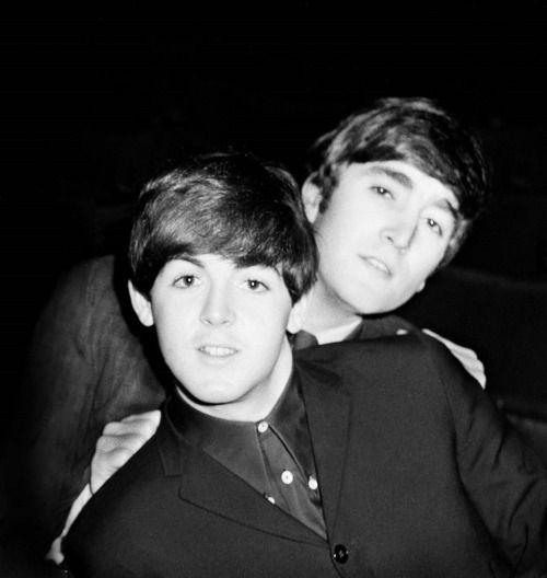 Fabulous photo of Paul McCartney and John Lennon!