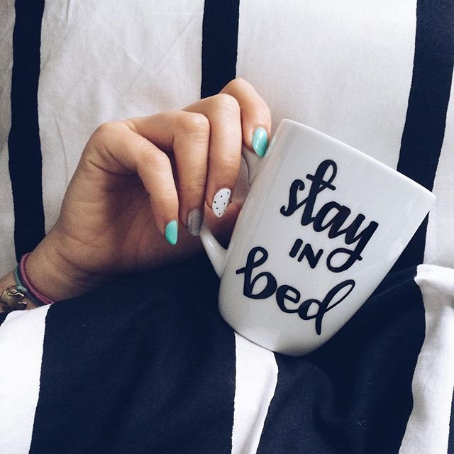 Kolejny długi weekend ☕️❤️ #stay in #bed #friday #cozy #holiday #good #morning #honey #coffee #coffeetime #breakfast #breakfastinbed #handmade #art #cliche #cliche_mugs