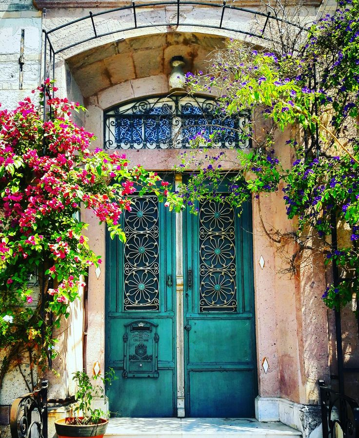 vintage door. foça turkiye