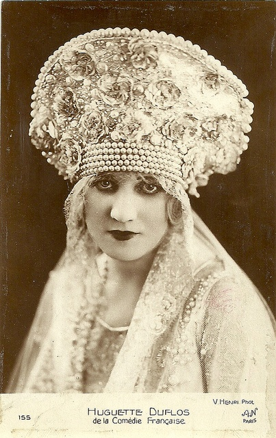 Pearl edged bridal headpiece, 1924
