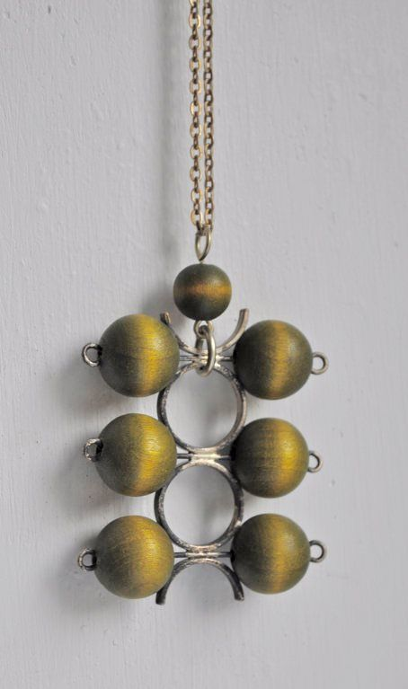 AARIKKA of Finland Kinetic green wood pendant necklace, 1970s