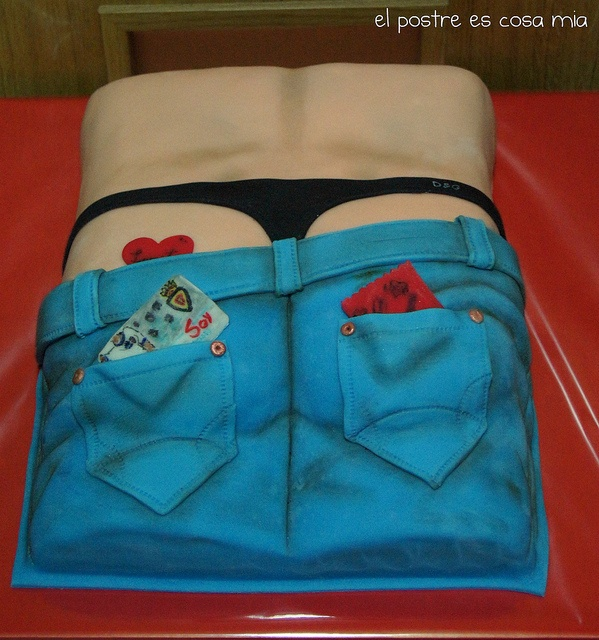 low waist jeans...and a thong :))  Tarta trasero by El postre es cosa mía, via Flickr