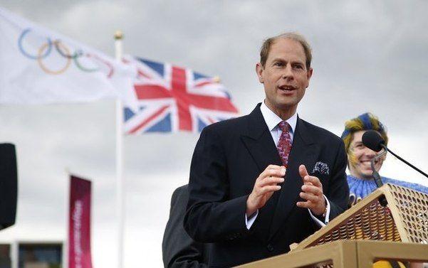 19 июня 1999 принц Эдуард (г.р.  1964) женился на сотруднице своей фирмы Софи Рис-Джонс. В отступление от традиции их свадьба состоялась не в Вестминстерском аббатстве, а в часовне святого Георгия в Виндзорском замке.  После  свадьбы   они  получили  титул   Графа  и  графини  Уэссекских.