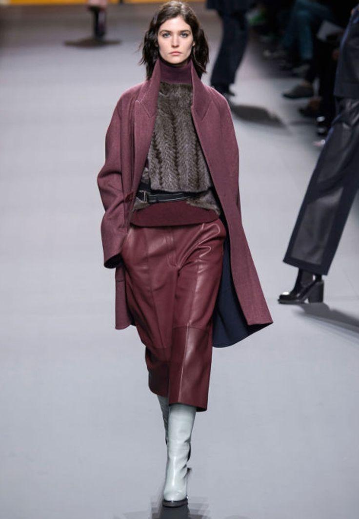 Paris Fashion Week har äntligen startat. En modevecka som sätter trender för hela hösten 2016. Vi uppdaterar från de bästa visningarna och väljer ut de snyggaste looksen från alla designers...