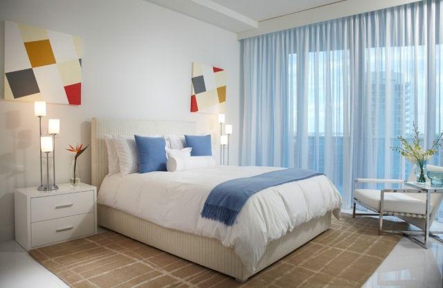 ideen schlafzimmer gardinen hellblau schier weiße möbel