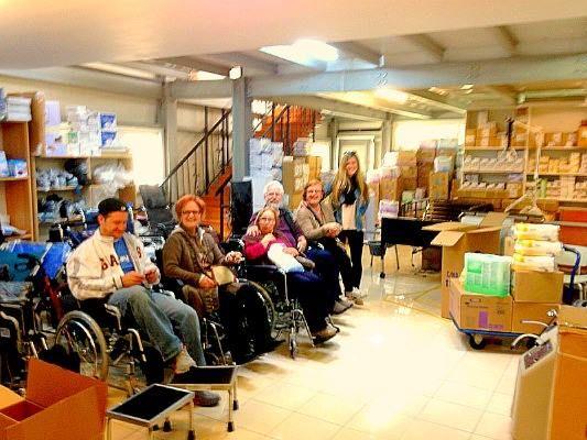 Οικογενειακές στιγμές στο κατάστημα της Κορίνθου. Μια οικογένεια ανταποδίδει την Φροντίδα και την Αγάπη της στην γιαγιά της οικογένειας διαλέγοντας Νοσοκομειακό Κρεβάτι.   http://www.koinis.gr/products/nosokomeiaka_krebatia    #nosokomeiako_krevati #agapi #frontida #oikogeneia #Korinthos