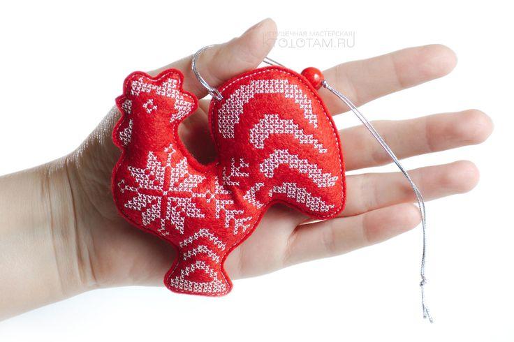 игрушки с вышивкой крестиком (красные):  петушок