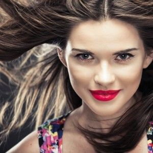 4 Ways to Rock a Middle Hair Part | Elegant Miss