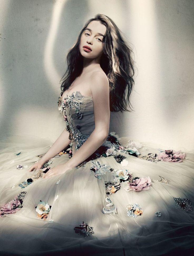 Emilia Clarke Likes Sitting On The Floor In Massive Frilly Dresses | moviepilot.com
